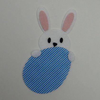 coelho-atras-do-ovo-listrado-azul-1a