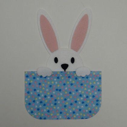 coelho-escondido-azul-com-coracoes-1a