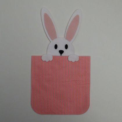 Embalagem-com-coelho-listrado-vermelho-1